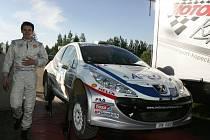 Jan Kopecký v depu svého týmu při Ruské rallye.