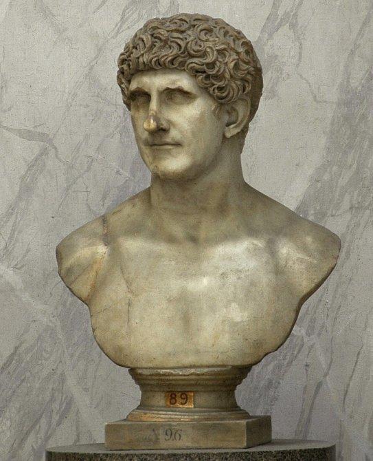 Busta Marka Antonia