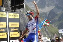 Francouzský cyklista Thibaut Pinot v cíli 14. etapy Tour de France