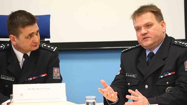 Martin Červíček (vlevo) a Leoš Tržil na tiskové konferenci 2. dubna v Brně