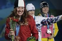 Martina Sáblíková mezi Kanaďankou Clarou Hughesovou a Němkou Stefanie Beckertovou.