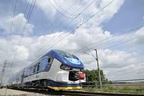 České dráhy 28. června na zkušebním okruhu ve Velimi na Kolínsku představily nový typ vlaku pro osobní dopravu. Vlak RegioShark bude sloužit cestujícím v Plzeňském, Karlovarském, Ústeckém a Zlínském kraji.