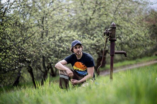 Herec Patrik Děrgel při fotografování pro Deník 28.dubna nedaleko Prahy.