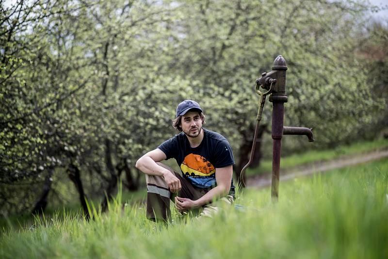 Herec Patrik Děrgel při fotografování pro Deník 28. dubna nedaleko Prahy.