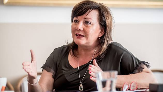 Ministryně financí Alena Schillerová poskytla 9. dubna v Praze rozhovor Deníku.