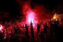 Fanoušci fotbalistů Fatih Karagümrük slaví postup do turecké Superligy.