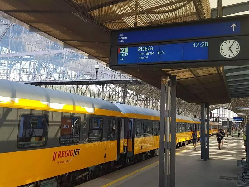 Poprvé na hlavním nádraží v Praze vlak s cílovou stanicí Rijeka.