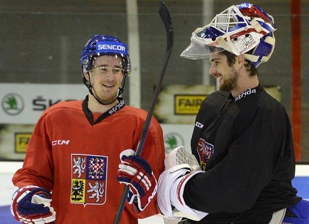 Alexander Salák (vpravo) a Roman Červenka na tréninku hokejové reprezentace.