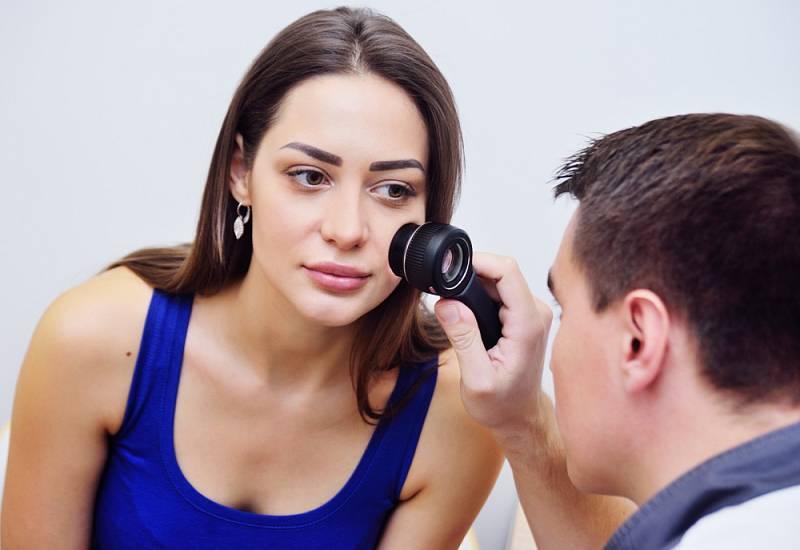 Melanom kůže je způsoben nekontrolovatelným růstem pigmentových buněk.