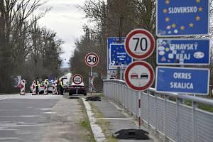 Kontroly na hranici se Slovenskem.