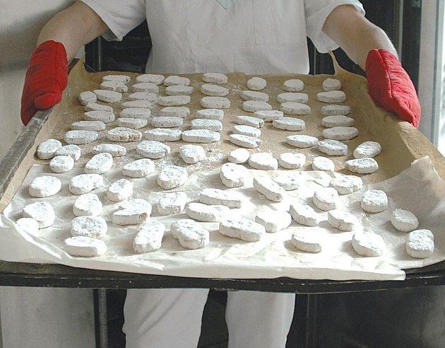 Evropská unie vzkázala cukrářům, že za pravé lomnické suchary lze považovat pouze ty, které se vyrábějí v Lomnici nad Popelkou a nejbližším okolí.