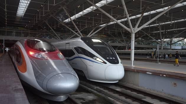 Vlak spojující Hongkong a Peking. Cesta trvá 9 hodin.