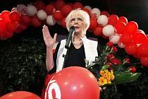 Příští premiérkou Islandu se v případě předpokládaného vítězství červenozelených stane Jóhanna Sirgurdardóttirová, žena, která již před volbami vedla prozatímní krizový kabinet.