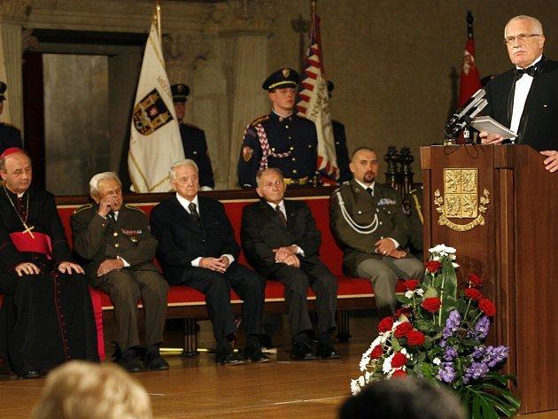 Prezident České republiky Václav Klaus uděloval státní vyznamenání u příležitosti 90. výročí republiky