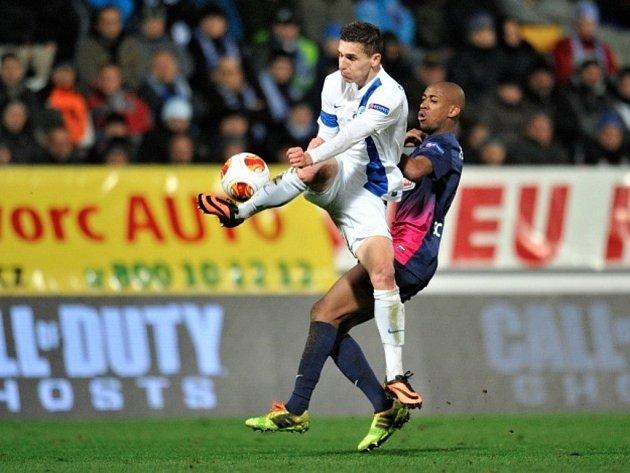 Slovan Liberec vs. SC Freiburg. David Pavelka (vlevo) z Liberce a Gelson Fernandes z Freiburgu.