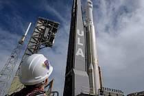 Raketa se sondou Lucy připravená ke startu.
