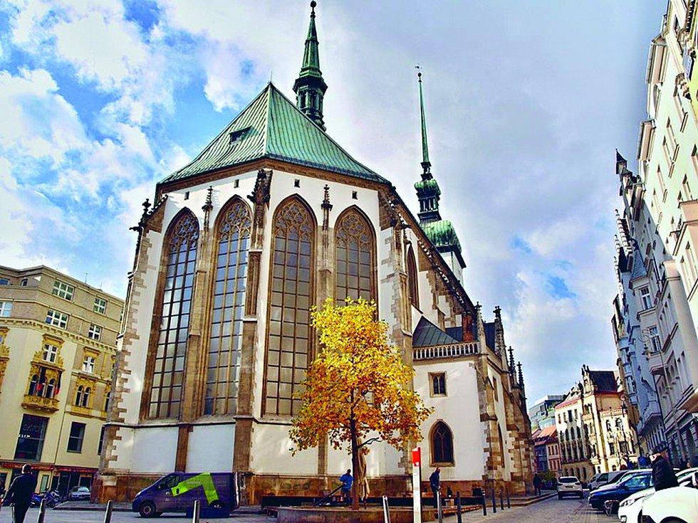 Jakubské náměstí. Náměstíčku ukrytému pod honosným kostelem sv. Jakuba se přezdívá jednoduše Jakubák. Ten se dá označit jako jedno z center kulturního žití.