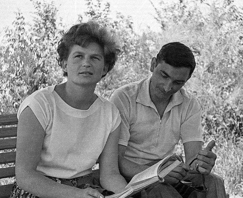 Valentina Tereškovová a kosmonaut Valery Bykovsky týden před letem do vesmíru.