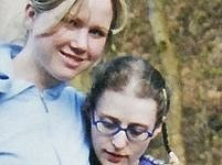 Jedna z fotografií údajné Aničky Škrlové (vpravo) se svou matkou Klárou Mauerovou.