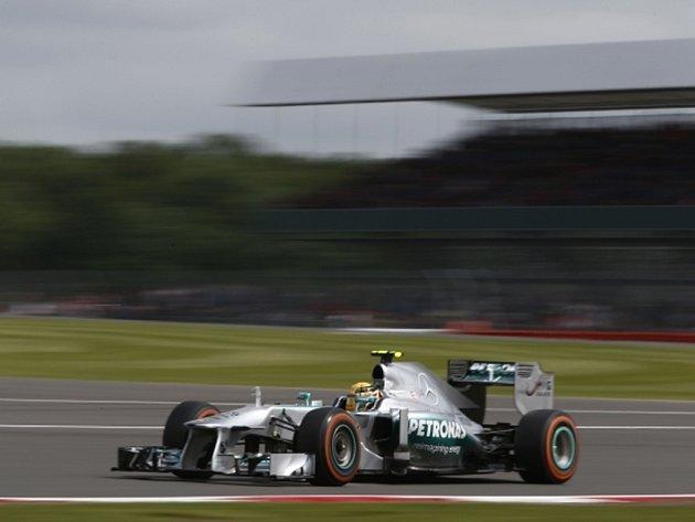 Lewis Hamilton ovládl kvalifikaci na Velkou cenu Británie.