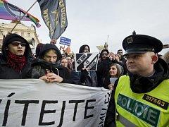 Protestní shromáždění Solidarita bez hranic: Akční den proti pevnosti Evropa se uskutečnilo 6. února na Malostranském náměstí v Praze.