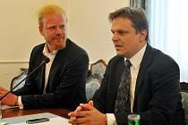 Členové obnovené Národní ekonomické rady vlády (NERV) Tomáš Sedláček (vlevo) a Pavel Kohout