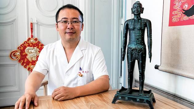 Doktoři a pacienti jsou spojenci, v jednom týmu bojují proti společnému nepříteli – nemoci, říká Guan Xin.