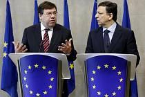 Irský premiér Barian Cowen (vlevo) a předseda Evropské komise José Manuel Barroso se včera v Bruselu zabývali důsledky rozhodnutí Irů zamítnout reformní Lisabonskou smlouvu.