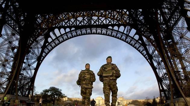 Ve Francii bylo zatím identifikováno 103 obětí pátečních atentátů. Ilustrační foto.