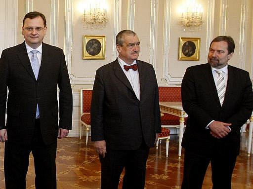 Předsedové koaličních stran Petr Nečas, Karel Schwarzenberg a Radek John