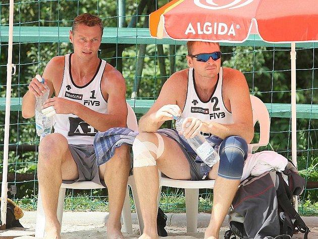 Beachvolejbalisté Petr Beneš s Přemyslem Kubalou suverénně ovládli mistrovství republiky na Brněnské přehradě.