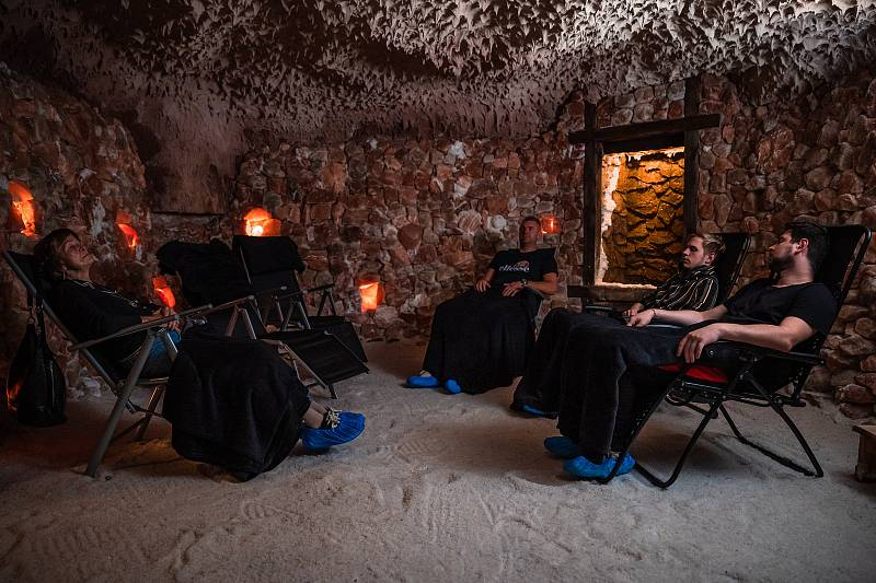 Horské lázně Karlova Studánka lákají pacienty heslem Naber sílu po Covidu! Podívejte se, co klientům ozdravný pobyt nabízí.
