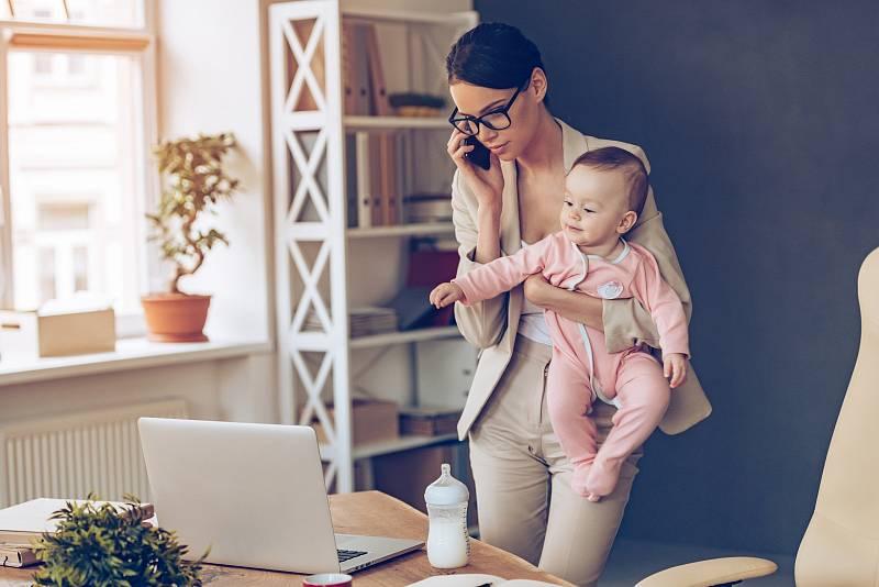 Jsou ženy, které se dobrovolně po porodu vracejí do práce.