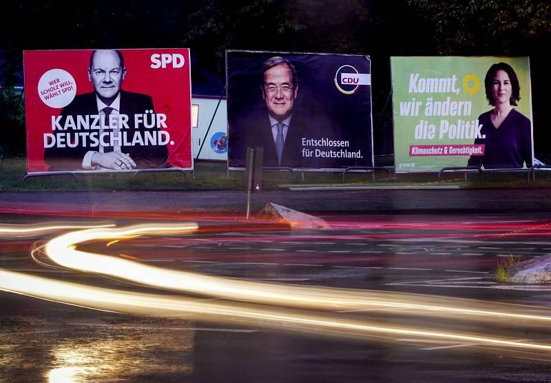 Trojice hlavních kandidátů na kancléře - Olaf Scholz (SPD), Armin Laschet (CDU/CSU) a Annalena Baerbocková (Zelení)