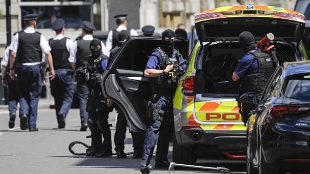 Razie po nočním útoku v Londýně