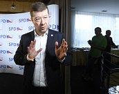 Předseda SPD Tomio Okamura ve volebním štábu v Praze.