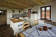 kuchyňský ostrůvek má své místo i v chalupě