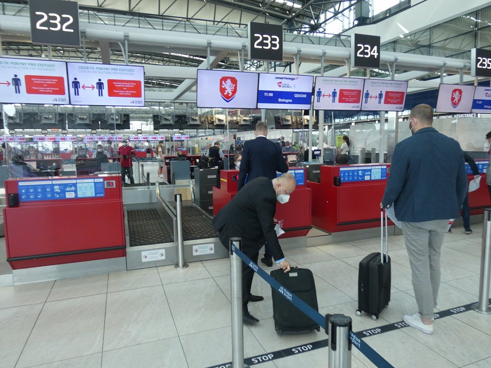 Petr Fousek, nový šéf fotbalové asociace, na letišti v Praze