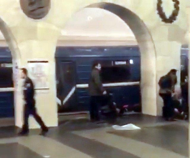 V petrohradském metru explodovala nálož.