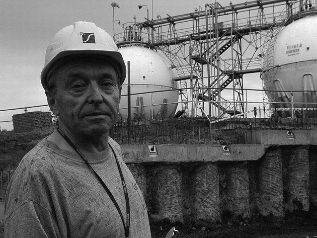 BEZPEČNÉ SKLADOVÁNÍ. Vedoucí projektu Miloslav Čáp tvrdí, že propylen bude pod zemí.
