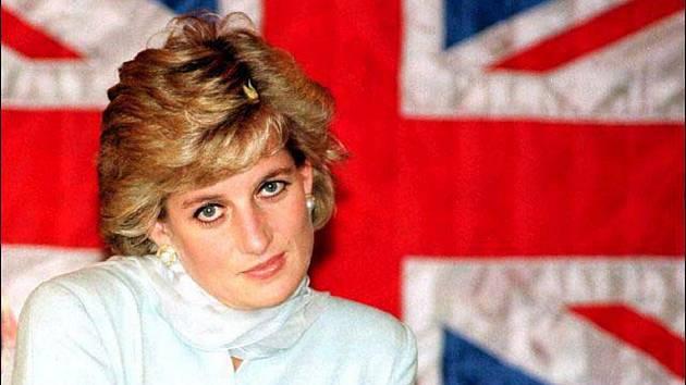 Princezna lidských srdcí. Dianu milovali nejen Britové. V době svého života byla nejoblíbenějším členem britské královské rodiny a její popularita silně převyšovala slávu prince Charlese.