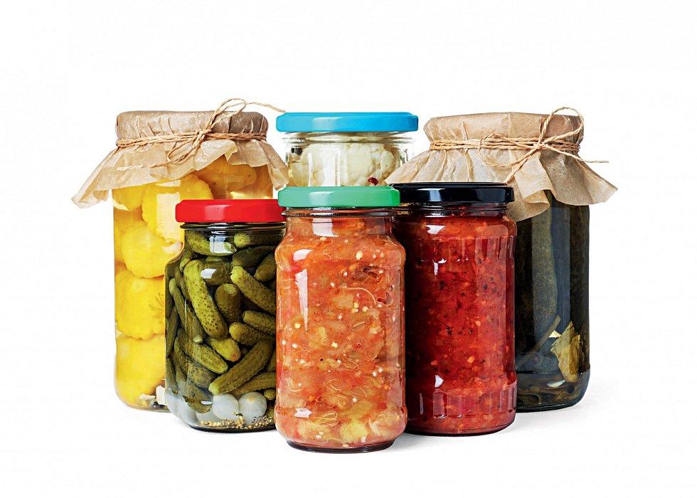 Fermentované potraviny jsou plné prospěšných bakterií a nejen jich. Zařadíte-li je do jídelníčku, uděláte hodně pro svá střeva a imunitu.