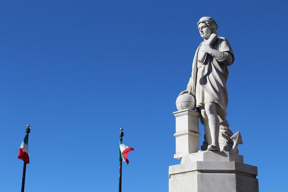 Jako guvernér nově osídlených oblastí si Kolumbus údajně počínal tak krutě, že skončil v poutech.