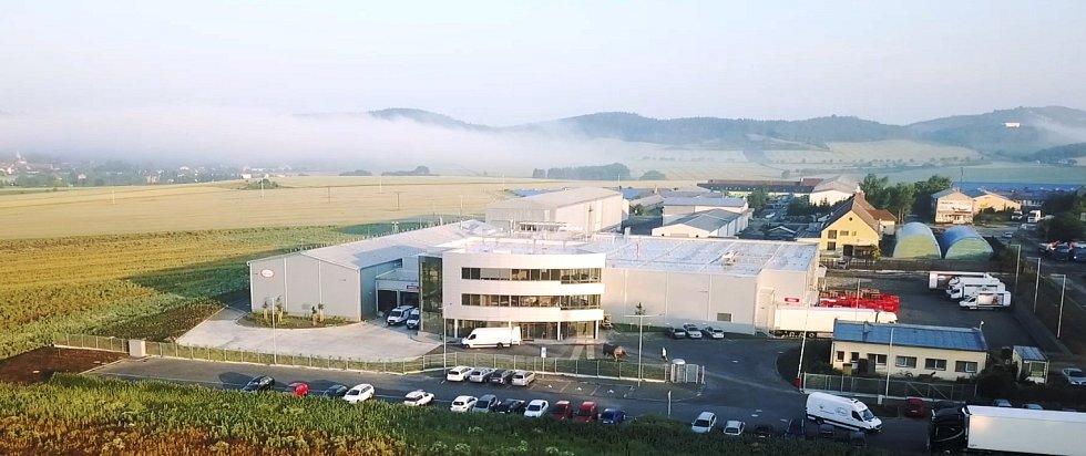 V místech bývalé skládky na okraji Kuřimi vyrostl nový závod akciové společnosti Steinex