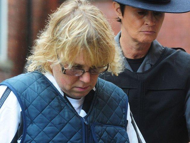 Jednapadesátiletá Joyce Mitchellová, která ve věznici pracovala jako instruktorka v krejčovské dílně, se s osmačtyřicetiletým Richardem Mattem a čtyřiatřicetiletým Davidem Sweatem údajně spřátelila a propašovala jim do věznice nástroje potřebné k útěku.