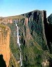 Peruánský vodopád Tres Hermanas (Tři sestry)