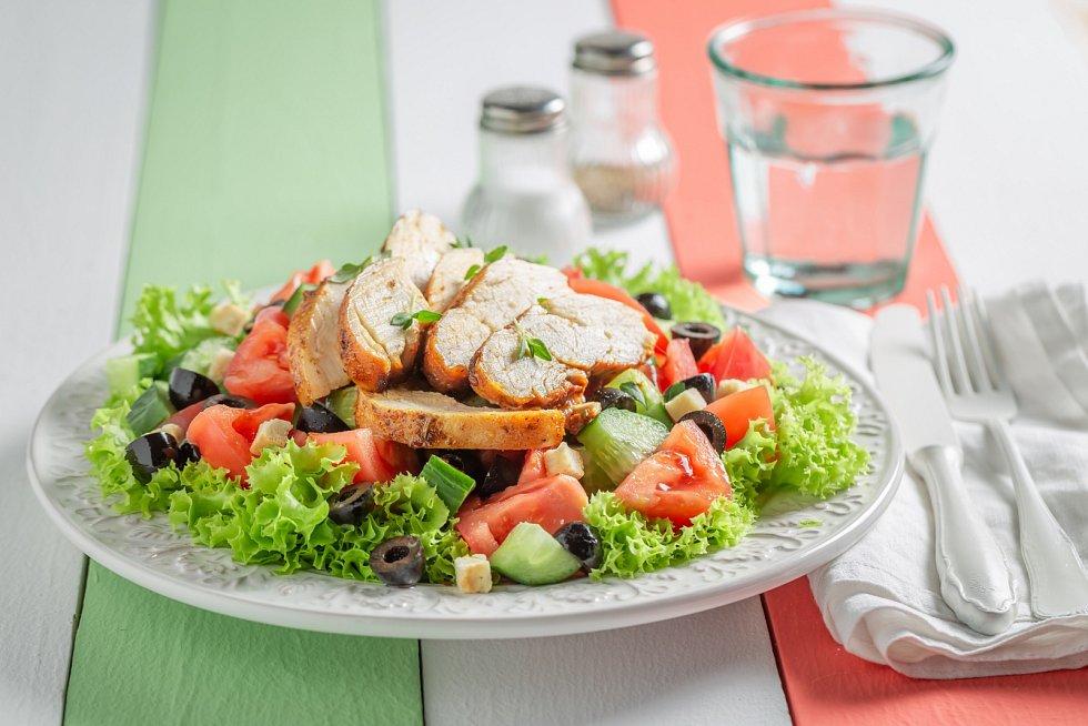 Ledový salát s kuřecím masem