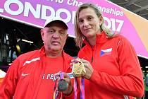 Zlatá Barbora Špotáková s trenérem Rudolfem Černým