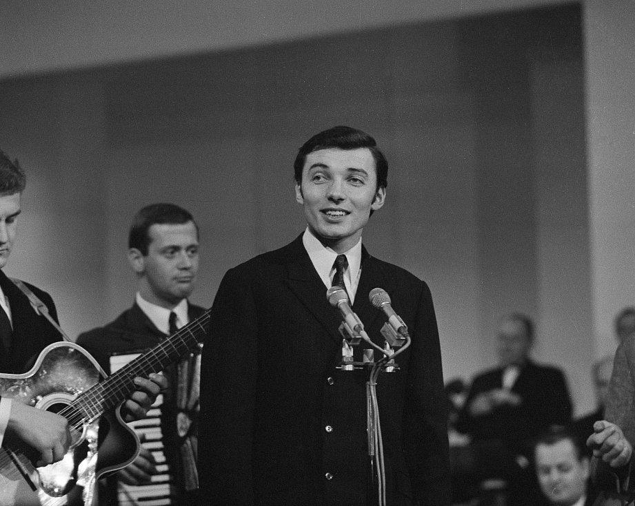 Karel Gott na archivním snímku z roku 1963