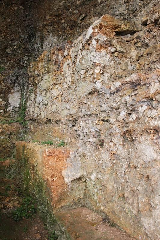 Naleziště v La Ferrasie by mohlo vědě hodně prozradit o neandertálských pohřbech